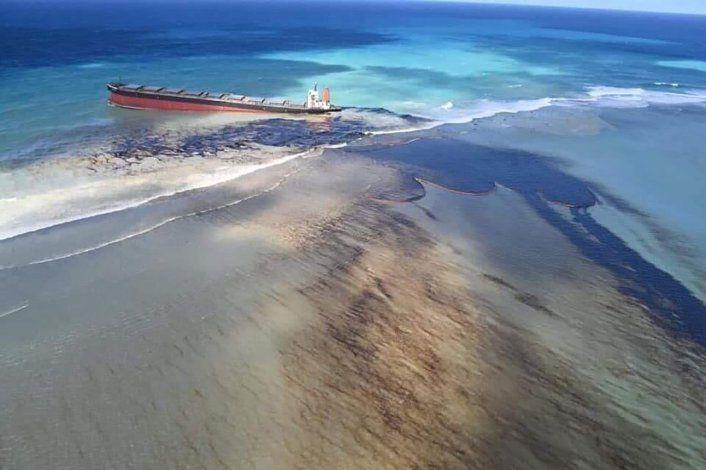 Barco derramó 4 mil toneladas de petróleo en la isla Mauricio