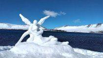 caviahue: una obra de arte italiana en una escultura de nieve