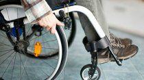 le robo a una persona en silla de ruedas