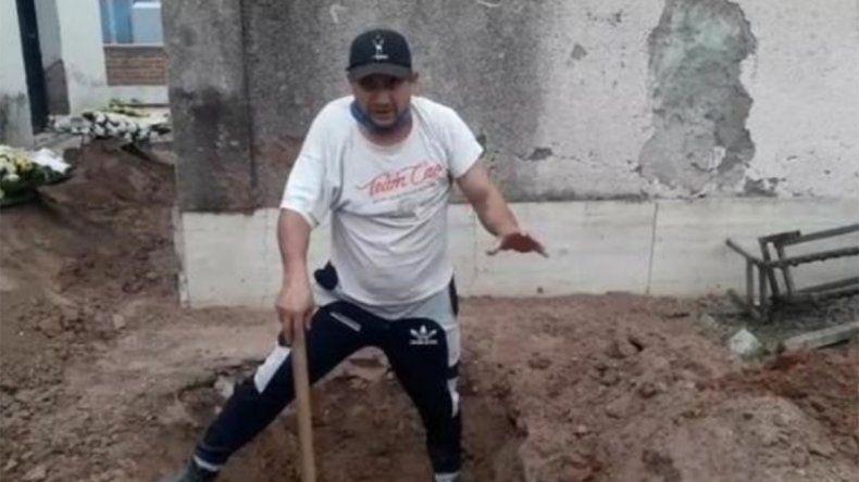 Jujuy: así la gente cava tumbas en el patio de su casa