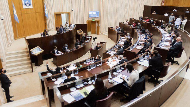 Por el pico covid, la Legislatura neuquina tendría sesiones mixtas