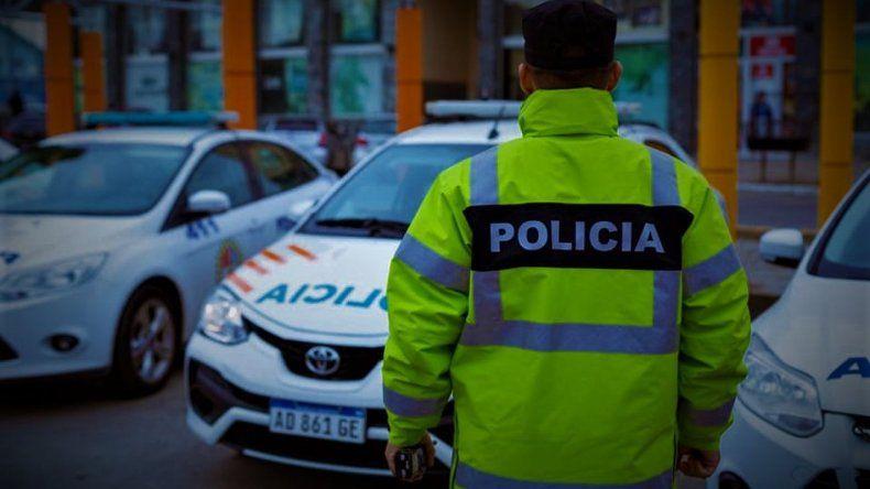 Aíslan a dos policías escupidos por una mujer en un control