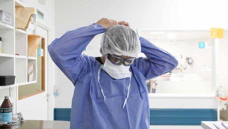 El gobierno agradeció a los trabajadores de la salud, que se siguen capacitando a pesar del desgaste.