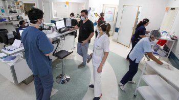 alerta: crecen los casos criticos y faltan medicamentos en las terapias
