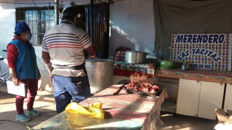 Solidaridad: dos cocineros, un comedor y un guiso para 200 personas