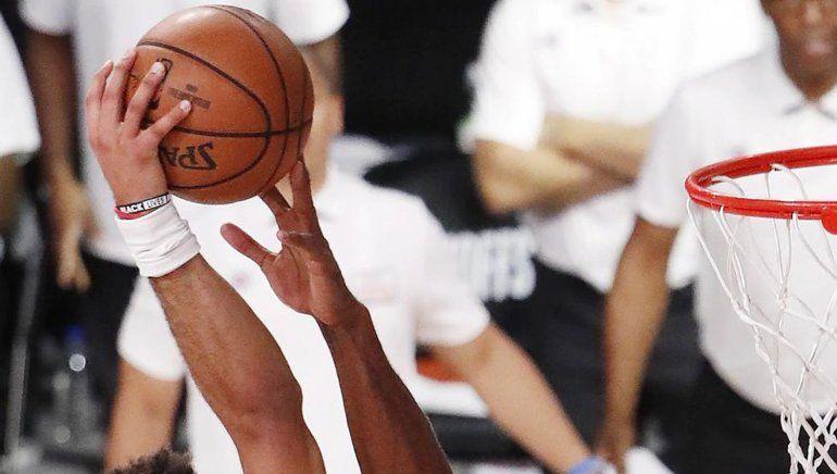 NBA: el increíble tapón con un dedo de Leonard que es viral