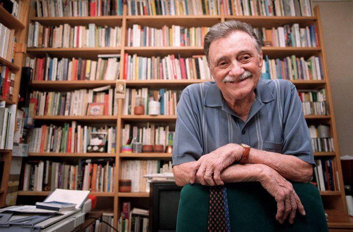 Un homenaje a Mario Benedetti en las ventanas