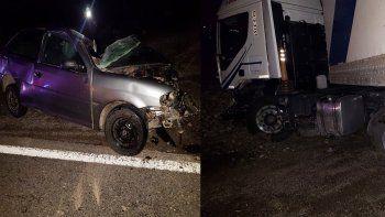 murio un hombre en un choque entre un auto y un camion