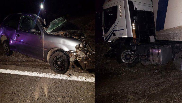 Murió un hombre en un choque entre un auto y un camión