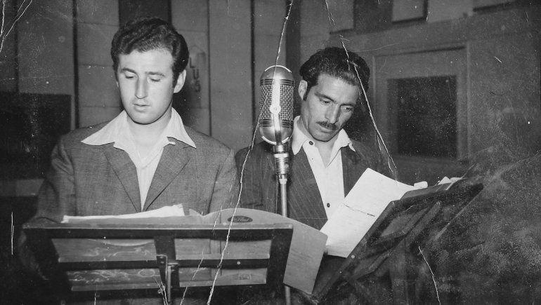 Jorge Edelman realizando una de sus célebres radionovelas.