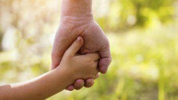 conmovedor: adoptaron a cinco hermanitos para no separarlos
