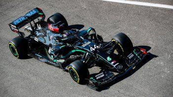 Lewis Hamilton ganó la accidentada carrera de la Fórmula 1 en el circuito de Mugello, sede de la novena fecha de la temporada.