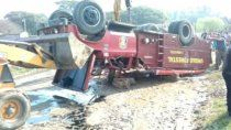 tragedia: murio un bombero de 18 anos al volcar autobomba