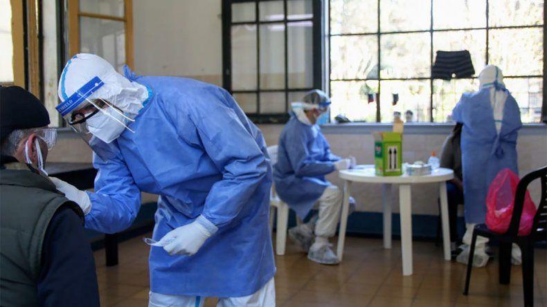 La curva del coronavirus no cede, con 11.892 nuevos casos en el país