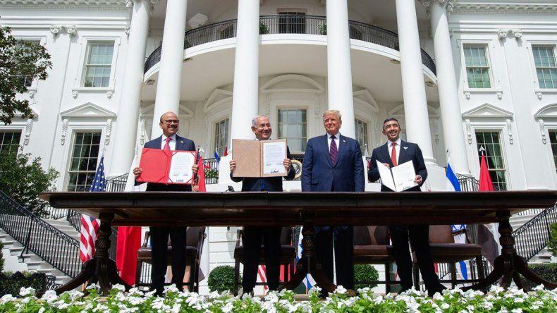 Israel firmó el histórico trato con los árabes en Washington
