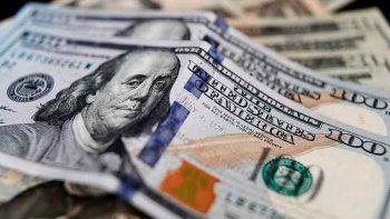 Los bancos estudian un sistema de turnos para vender dólares en octubre