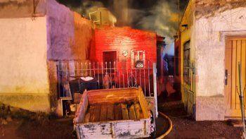 le pegaron y quemaron su casa: murio en el hospital
