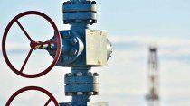 petroleras piden a guzman que intervenga en deuda millonaria