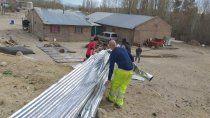 el viento golpeo fuerte en mariano moreno: hubo voladuras de techo