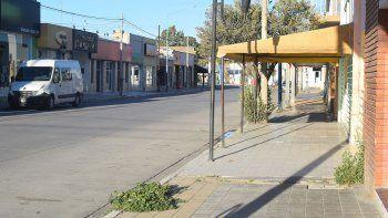 Calle San Martín, pleno centro de San Antonio Oeste. Después de las 16 la ciudad queda desierta.