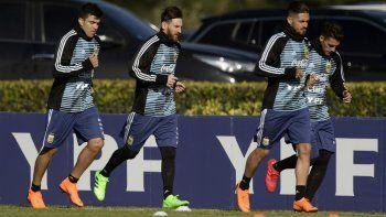 Acuña y Messi, en una convocatoria anterior.
