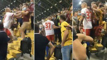 Emuló a Cantona y saltó a la tribuna para agredir a un hincha