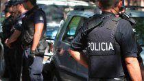 detienen a un policia y lo acusan de travesticidio