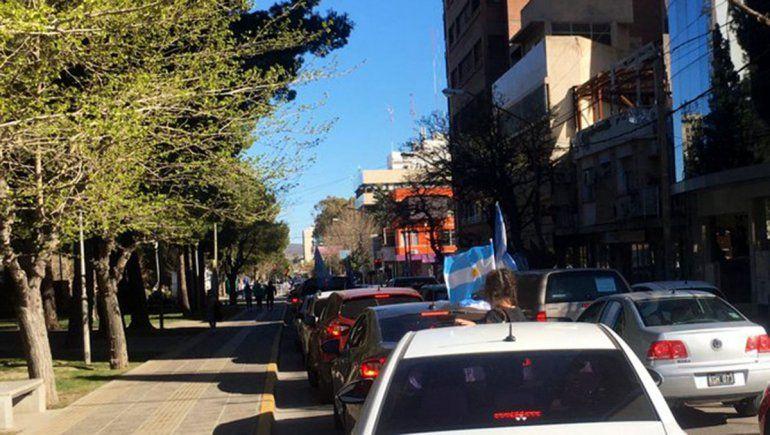 La movilización partió desde la Plaza de la Bandera y recorrió toda la ciudad de Neuquén. Foto: Twitter: @CRambeaud