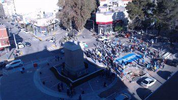 Argentina de Luto, la consigna de la marcha del #19S que recorre Neuquén
