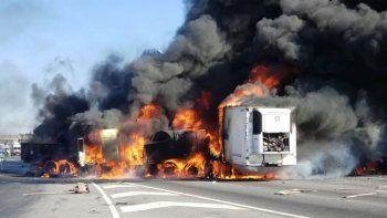 panamericana: choque de camiones y feroz incendio