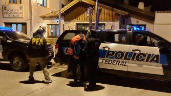 un detenido en un allanamiento a un kiosco narco en zapala