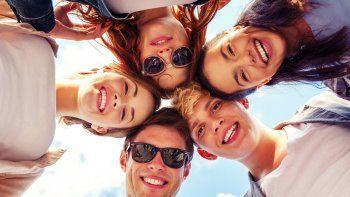 ¿mas felices con amigos que con la propia familia?