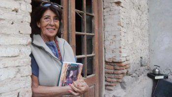 Martha Talero en la emblemática torre, cuando vino a Neuquén a presentar su libroen 2014.