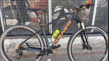 Destrozaron la puerta y se robaron una bici valuada en $300 mil