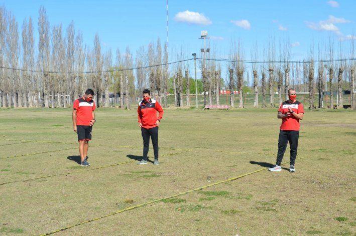 El plantel del Rojo trabaja, aunque muchos jugadores tienen permiso para no entrenarse.