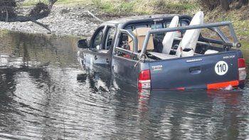 se confiaron y quedaron atrapados en el rio collon cura