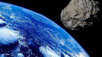 un asteroide del tamano de un colectivo sobrevolo la tierra