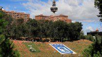en espana colocaron 53 mil banderas en honor a victimas del coronavirus
