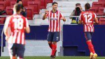 suarez debuto en el atletico de simeone con dos goles y una asistencia