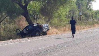 Le enseñaba a conducir a su hija, chocó contra un árbol y murió