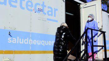 Tras el récord, reportaron otros 99 casos de coronavirus