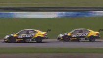 Facundo Ardusso realizó dos excelentes maniobras con el Renault para tomar la primera posición y llevarse la victoria en Buenos Aires.