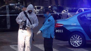 un hombre apunalo y mato a un policia a plena luz del dia