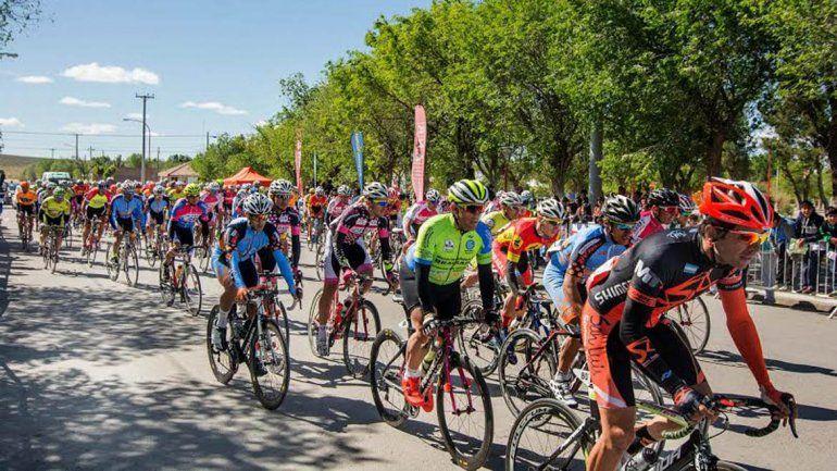 Cristian Clavero lidera la Vuelta al Valle