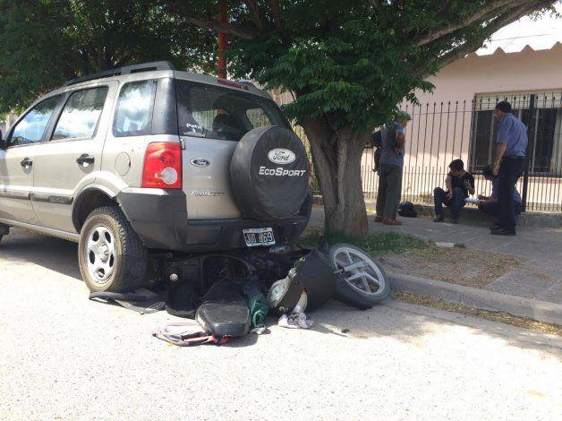 Escapaba de un control y lo chocó un auto que se dio a la fuga