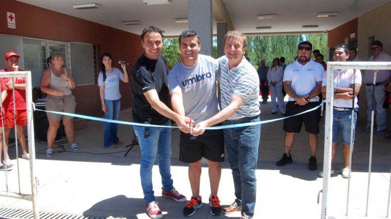 De un chapuzón, Tortoriello inauguró la temporada de piletones en la Isla Jordán