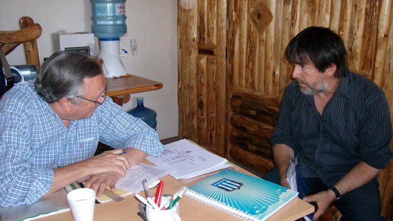 Jaime Flores (derecha) le reclamó soluciones al delegado Aimasso.