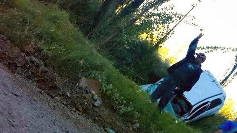 El acompañante logró salir del vehículo y no sufrió heridas de gravedad