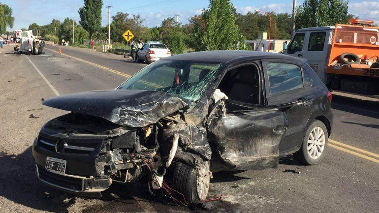 Dos hombres y un nene heridos en un choque frontal en la Ruta 22