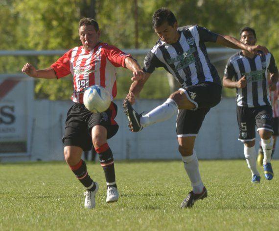 Pinto volvió a jugar después de 8 meses y completó los 90 minutos ante Sansinena.